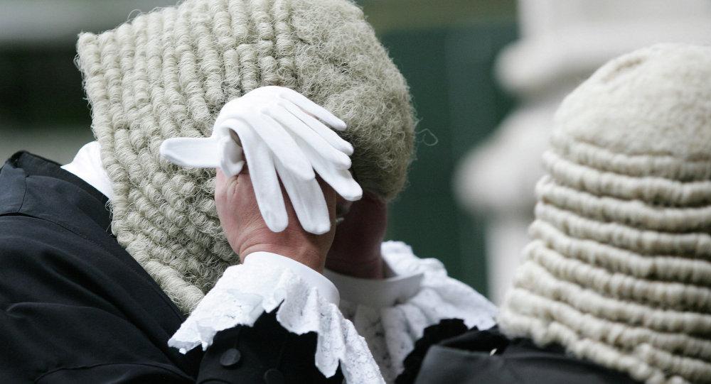 Despedidos varios jueces brit nicos por ver pornograf a en for Oficina videos porno
