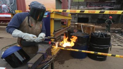 venezuela-destruye-armas-para-construir-viviendas