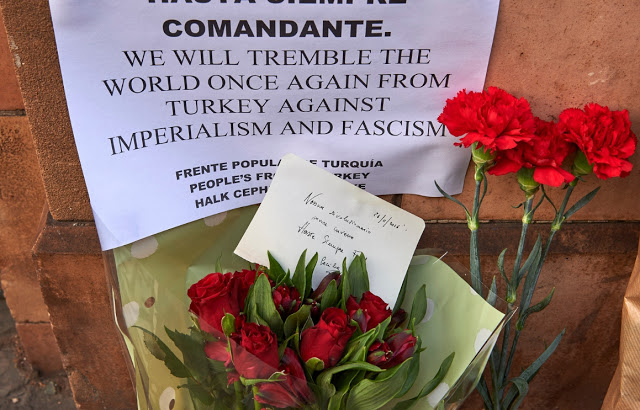 Floral tributes are seen outside the Cuban Embassy in London on November 26, 2016 as a mark of respect after the death of Cuba's revolutionary leader Fidel Castro