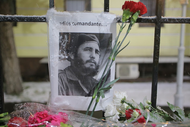 moscow-cuban-embassy-people-mourn-fidel-castro
