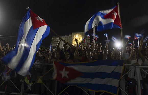 povo_cubano_em_homenagem_a_fidel1