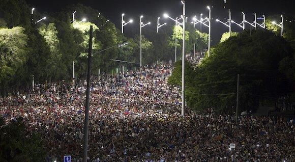 povo_cubano_em_homenagem_a_fidel2
