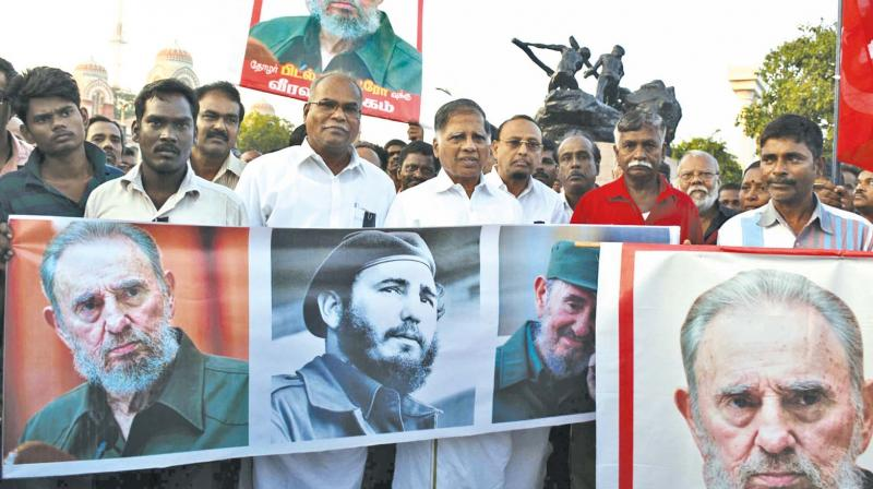 In Chenai, India, hundreds of people mourn Fidel Castro