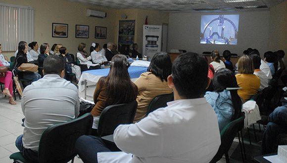 Especialistas internacionales imparten curso de trastornos de movimiento, en el CIREN, en La Habana, el 17 de marzo de 2017