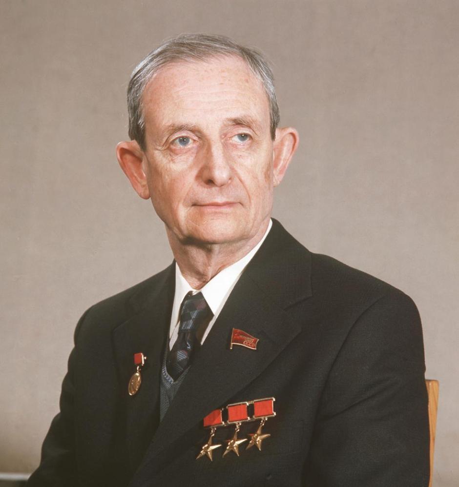 El académico Yuli Jaritón, uno de los creadores de la bomba atómica soviética.