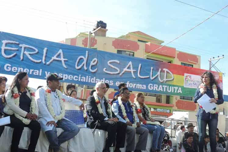 Ministra boliviana de salud agradece labor de Brigada Médica Cubana.1