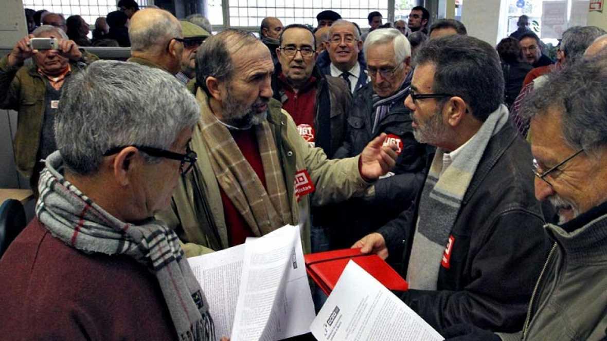 Vino y girasoles encierro de pensionistas y jubilados for Oficinas de la seguridad social en granada