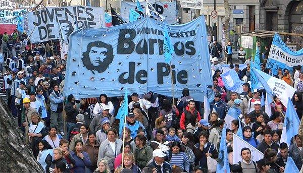 https://elcomunista.files.wordpress.com/2017/08/masiva-manifestacic3b3n-en-buenos-aires-contra-el-gobierno-argentino.jpg