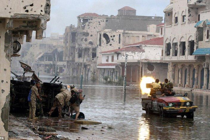 Milicias en lucha en la ciudad de Sirte